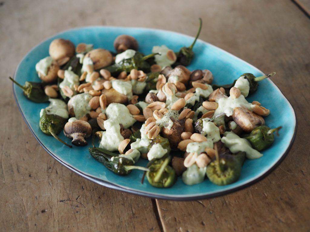 Vehnäolut & Grillatut kasvikset avokado & maapähkinäkastikkeella