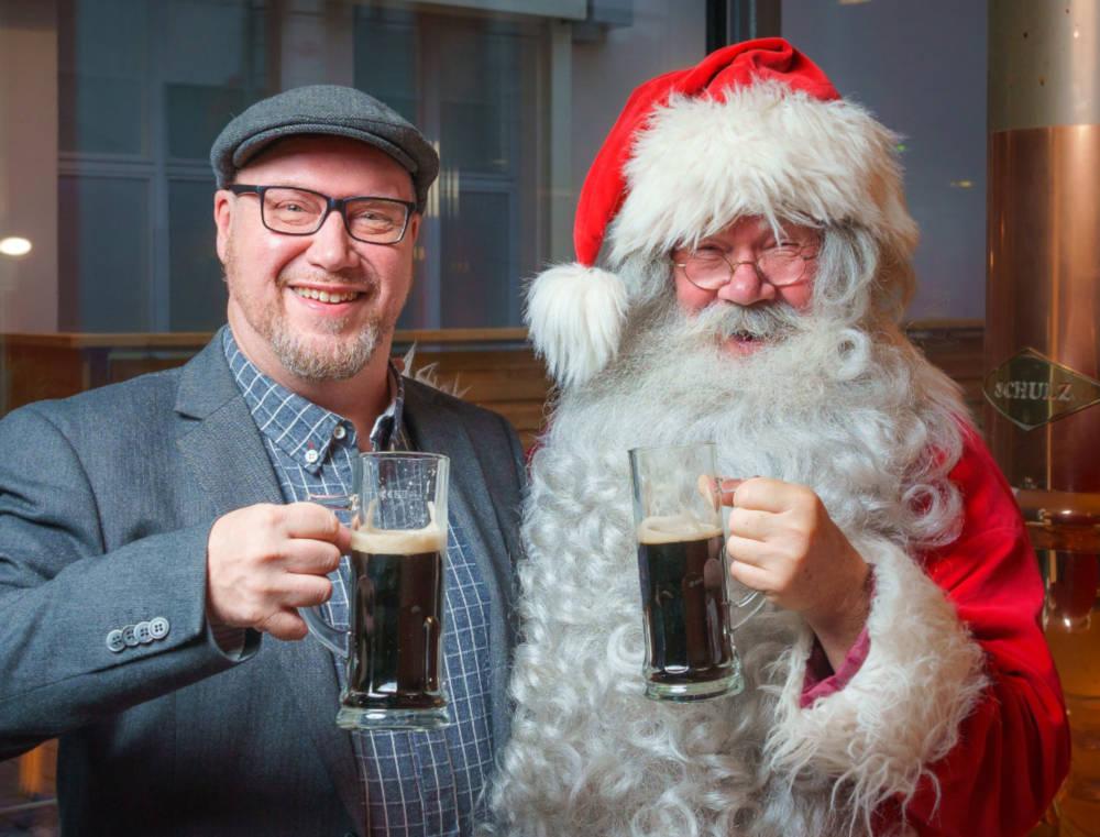 joulupukki ja majanen oluella