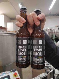 Kaksi olutpulloa
