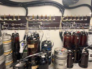 Kuvassa olutravintolan varastolaitteet
