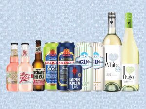 Kuvassa eri juomapulloja
