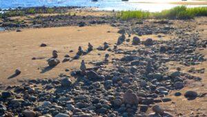 Kiviä rannalla