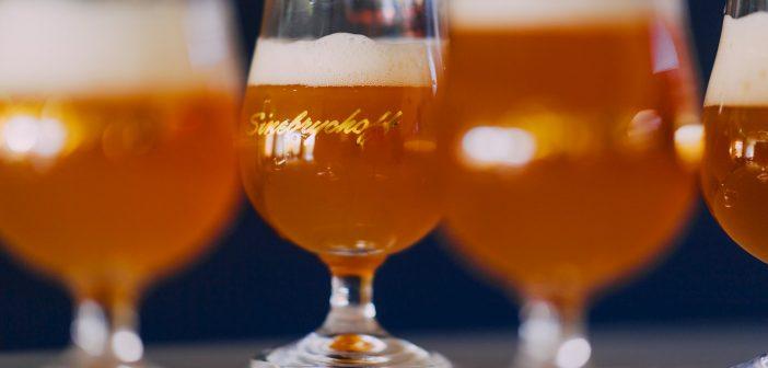 olutta ja vaahtoa